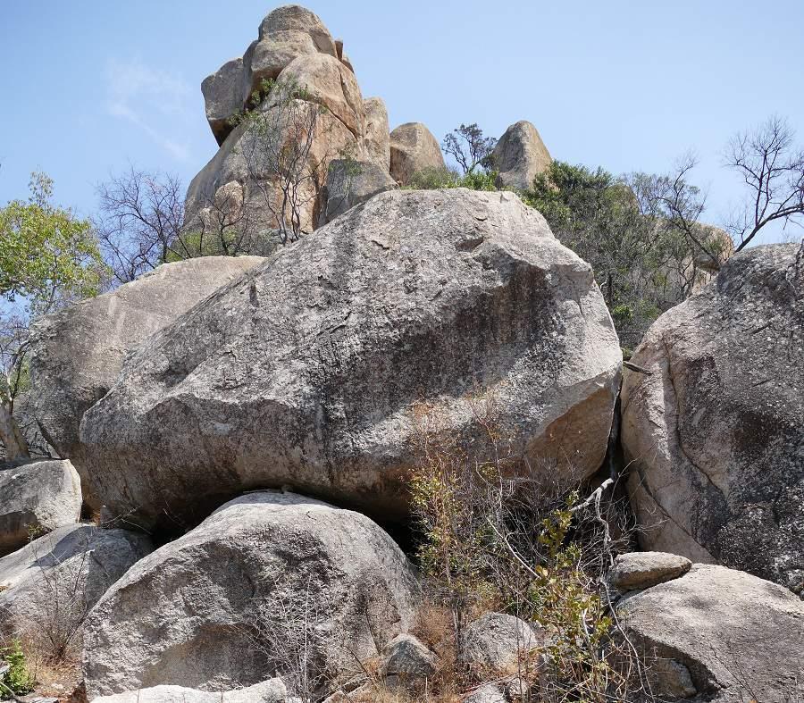 Trekking in den Granitfelsen des Matobo Nationalparks