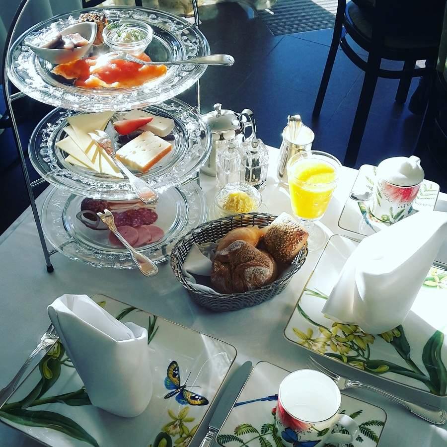 Frühstück in der Burg Schlitz