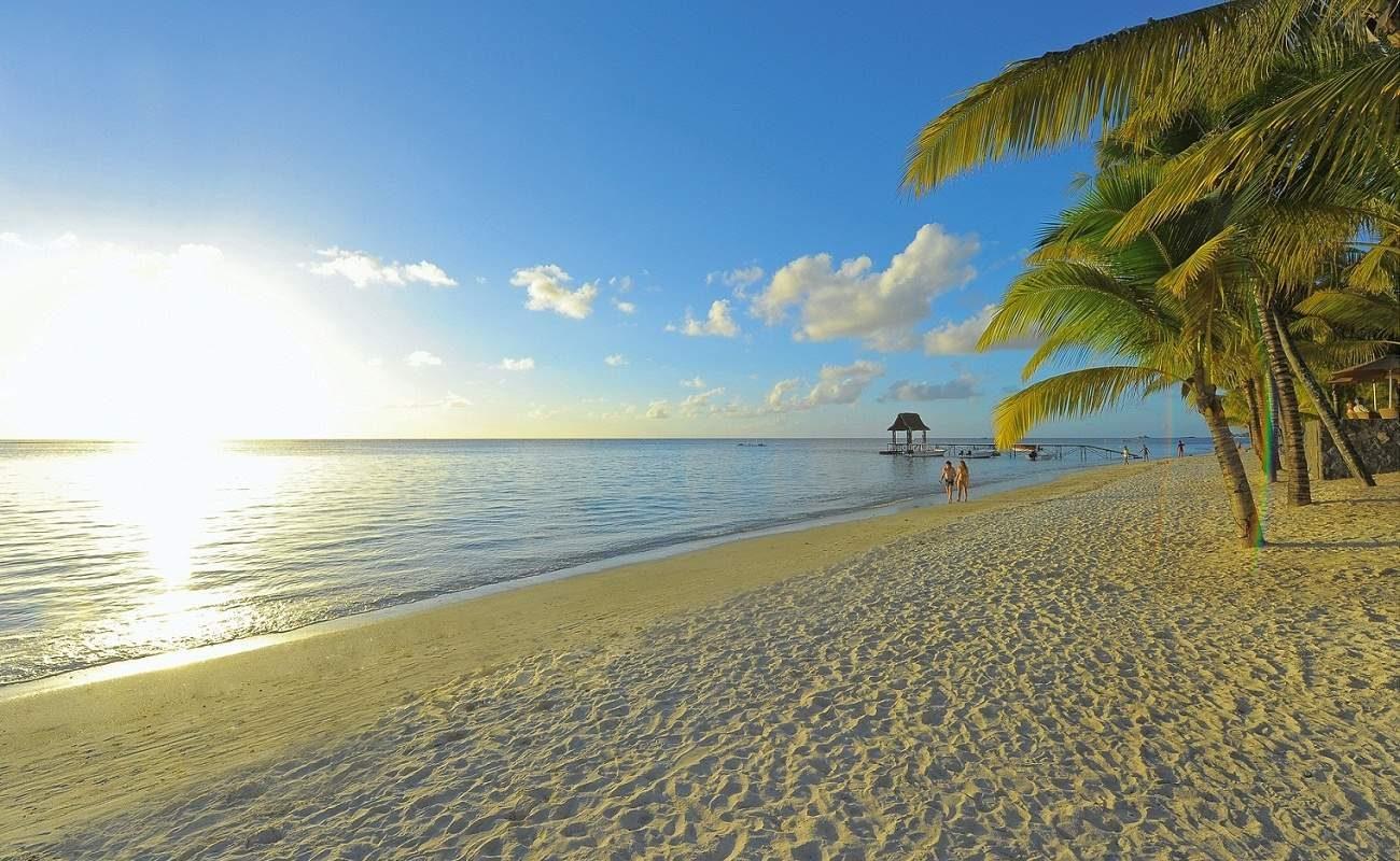 Weißer Puderzuckerstrand auf Mauritius