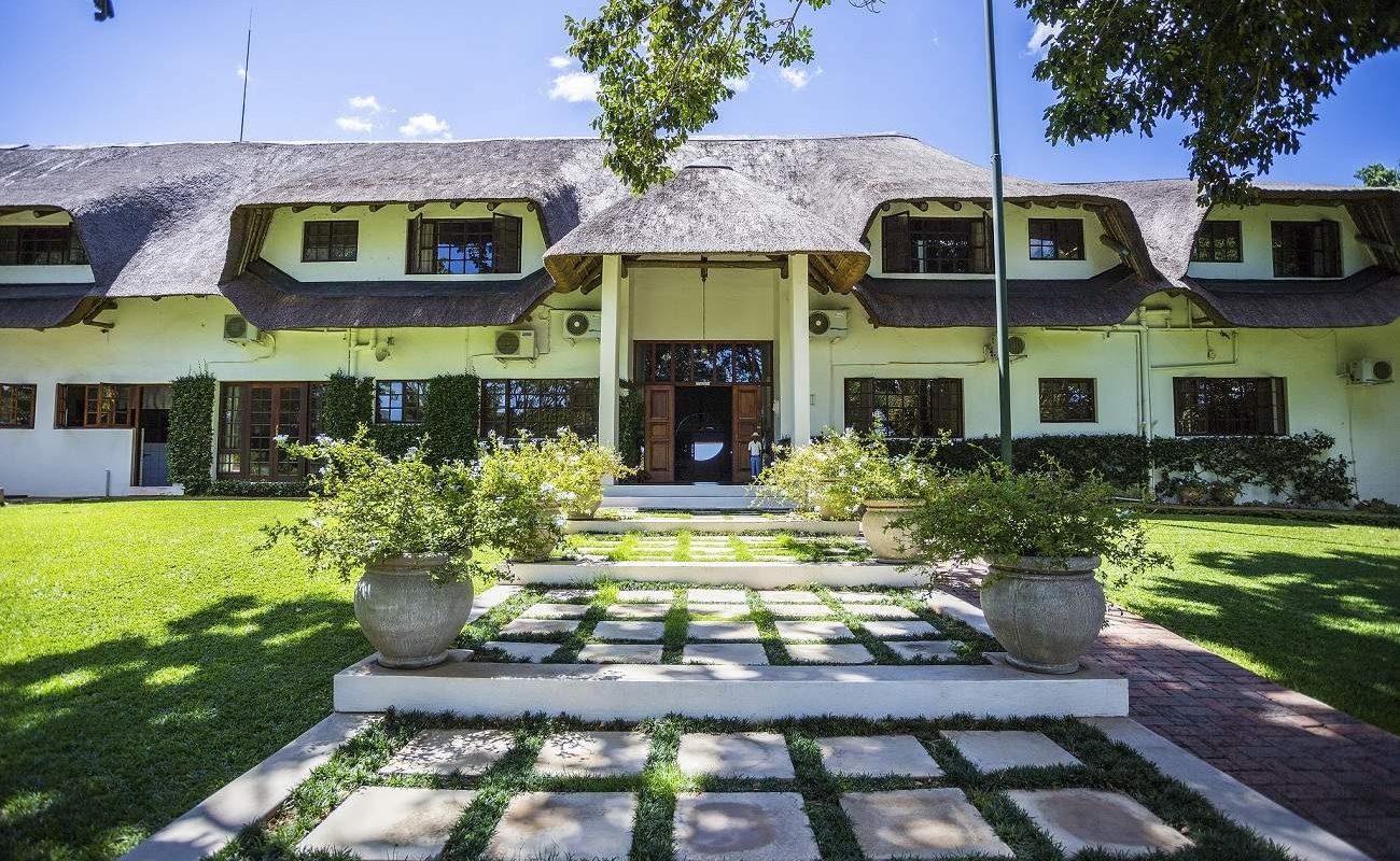 Eingang zur Buhala Lodge