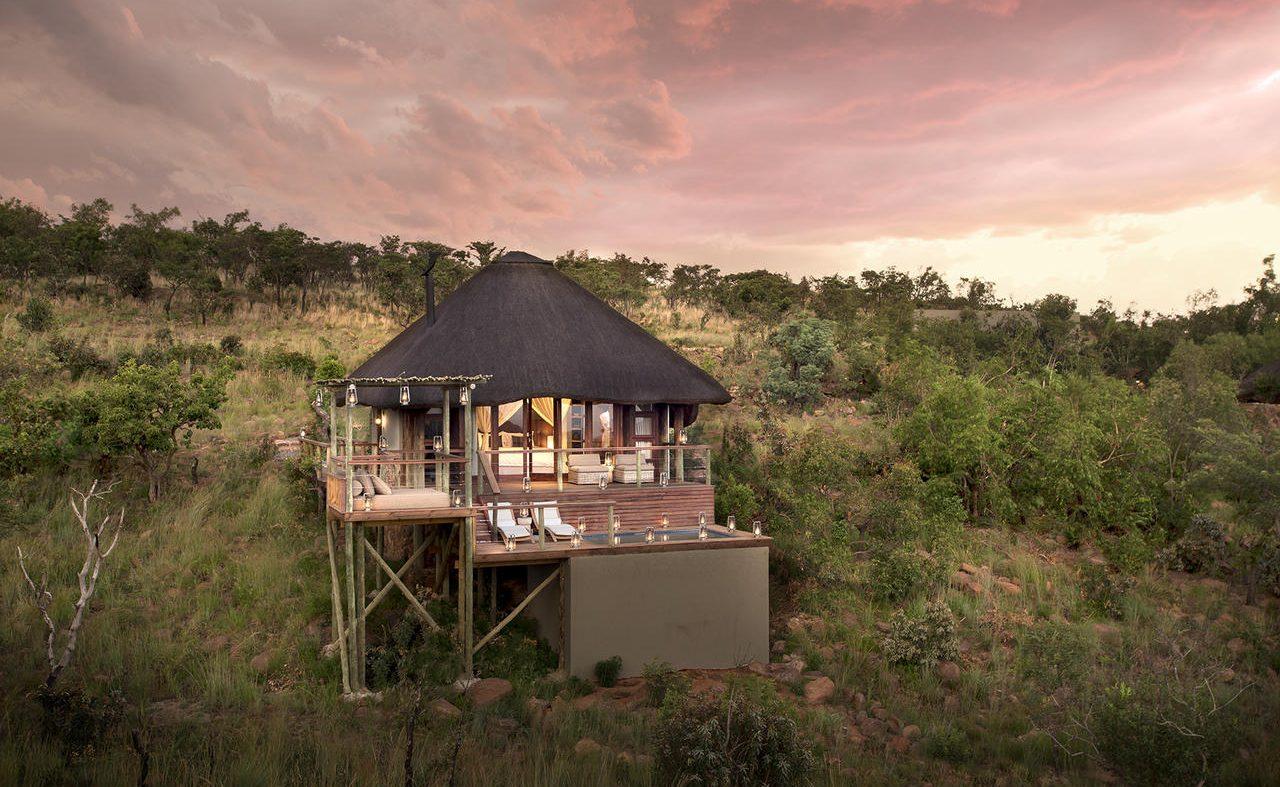 Honeymoon Suite Mhondoro Game Lodge