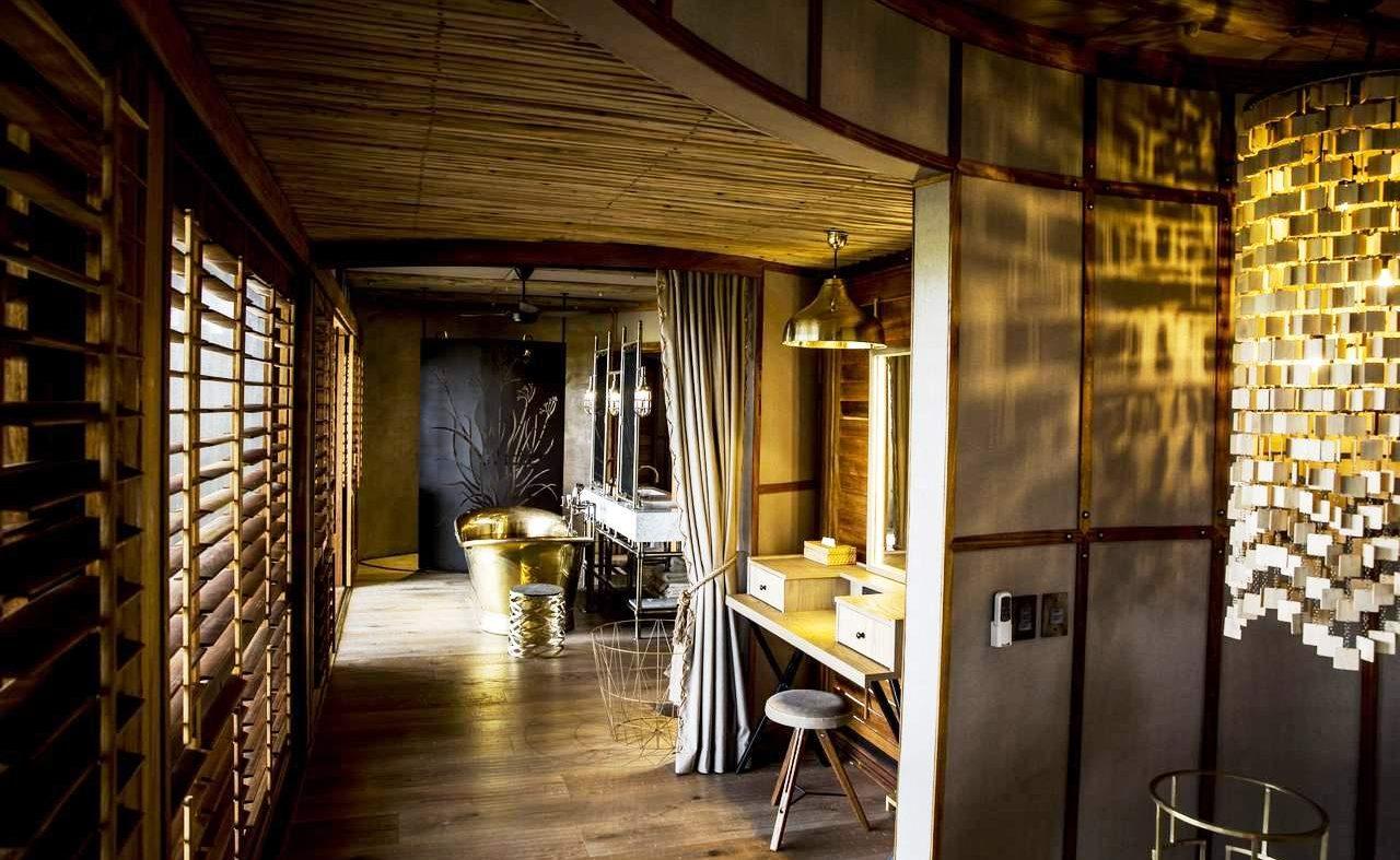 Badezimmer einer Luxuszeltsuite von Mombo