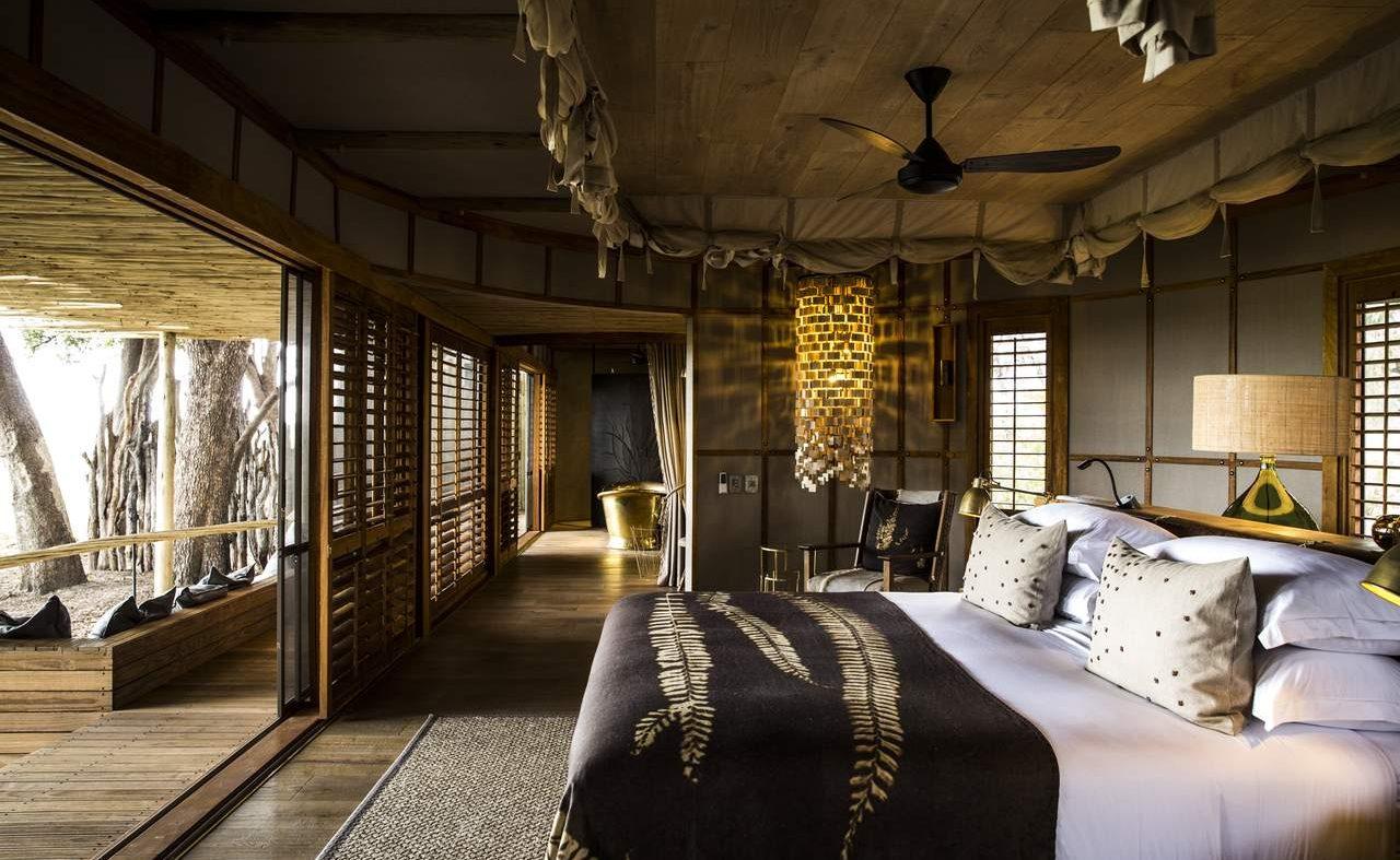 Schlafzimmer einer Zeltsuite in Mombo