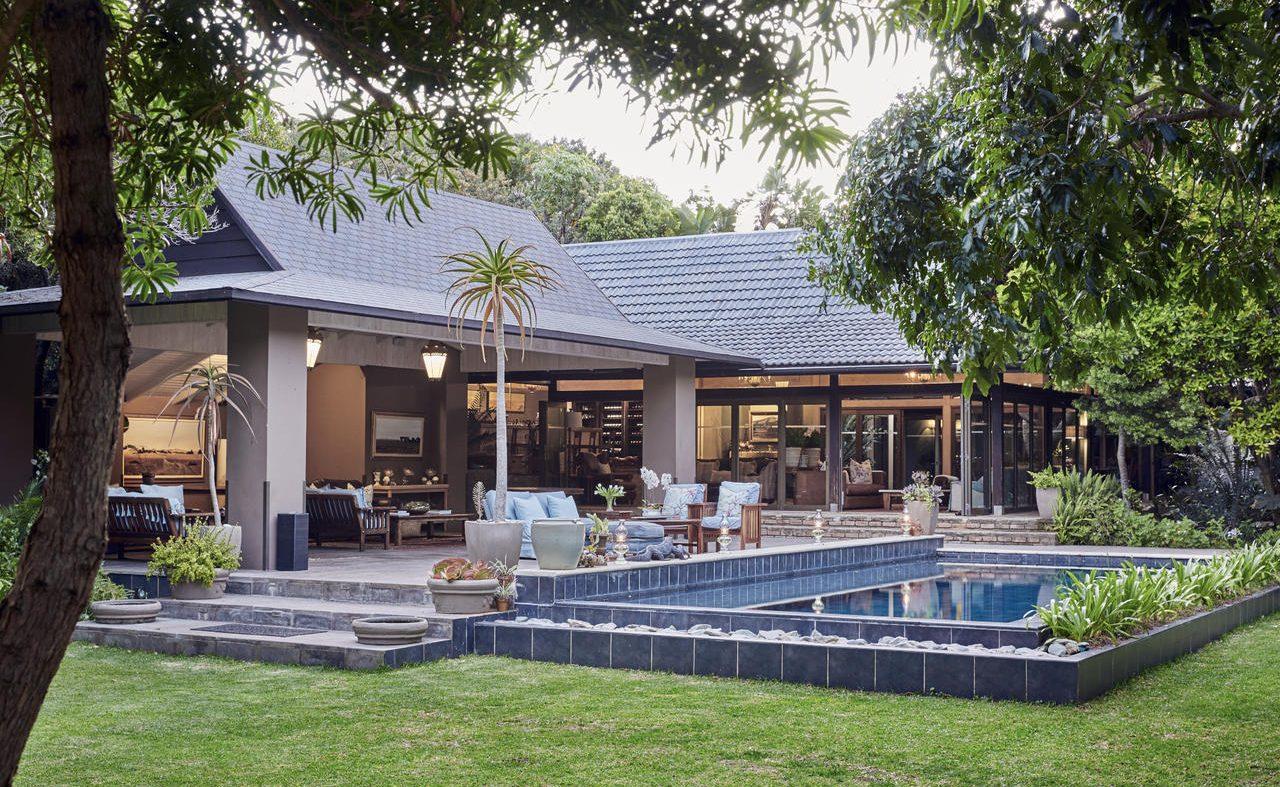 Restaurant und Pool der Luxuslodge an der Wild Coast