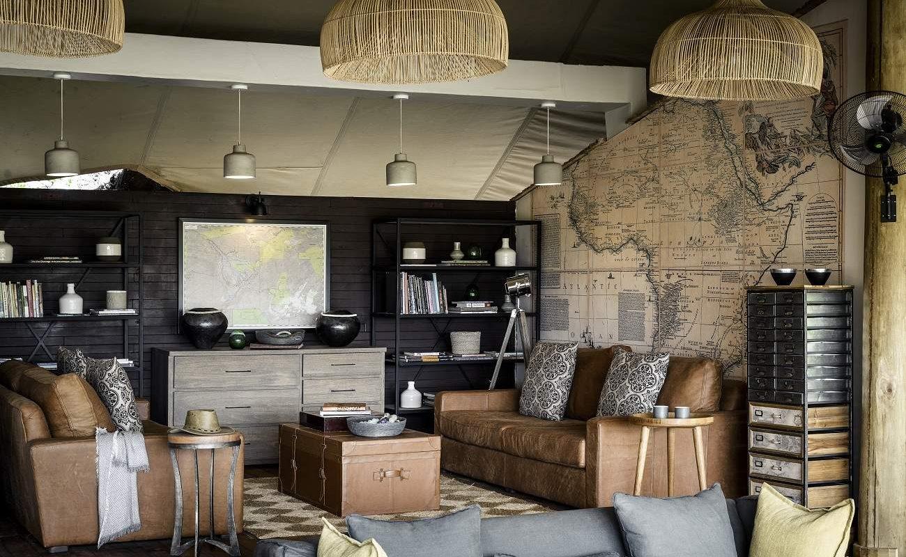 Die moderne Lounge des luxuriösen Stanley Camps
