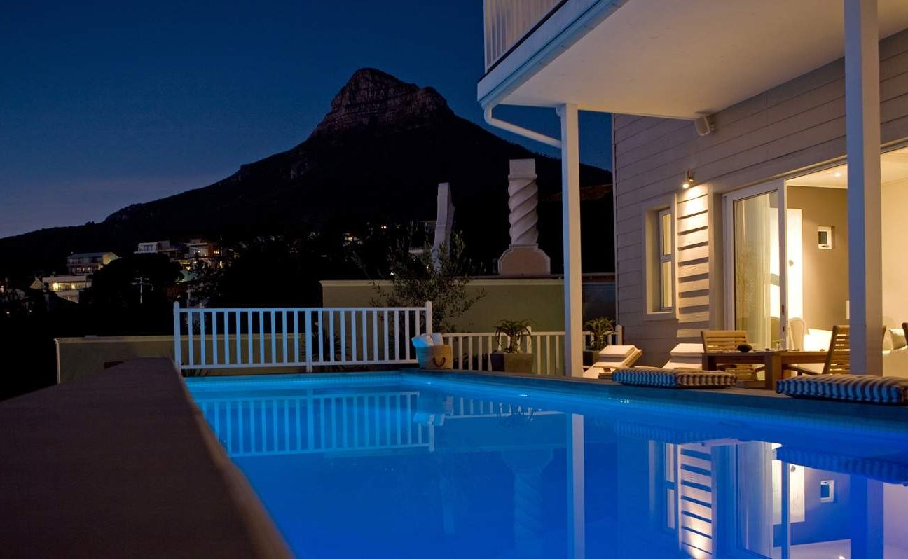Pool des Sea Five Boutique Hotels mit Blick auf den Lions Head