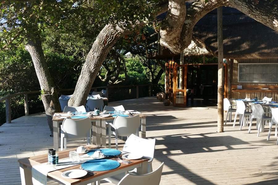 Hauptdeck der Thonga Beach Lodge