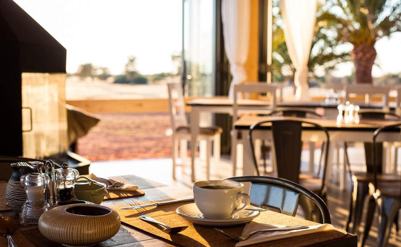 Frühstück mit Blick auf die Kalahari