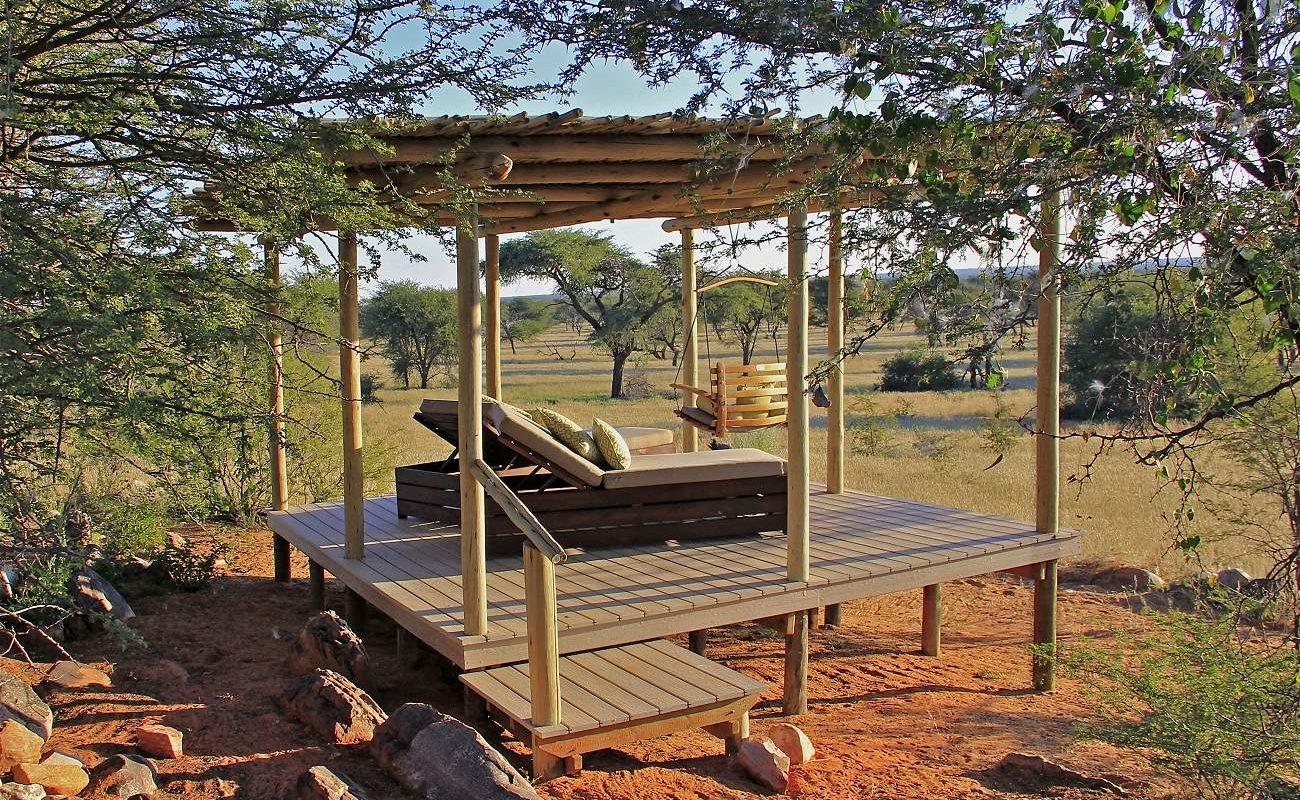 Sala einer Villa der namibianischen Luxuslodge