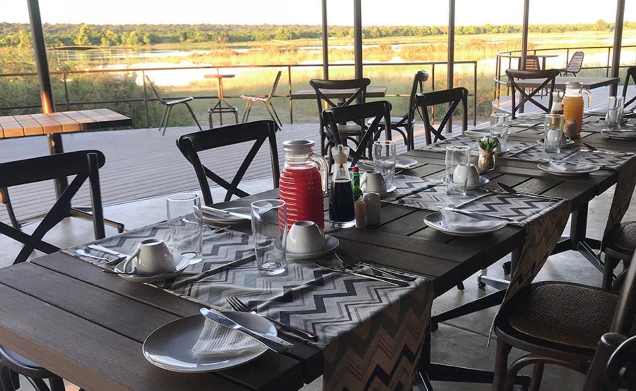 Frühstück mit Ausblick in Serondela