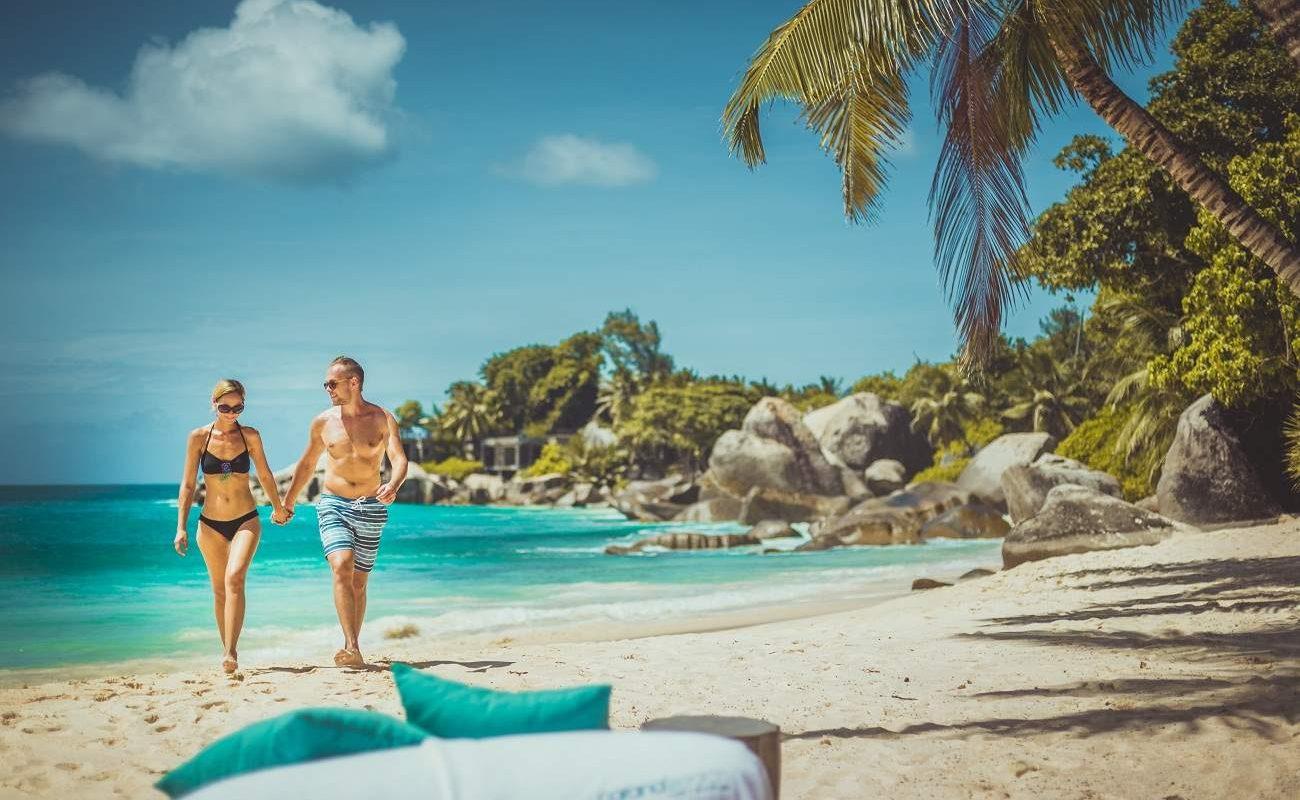 Der herrliche Strand von Carana auf Mahé
