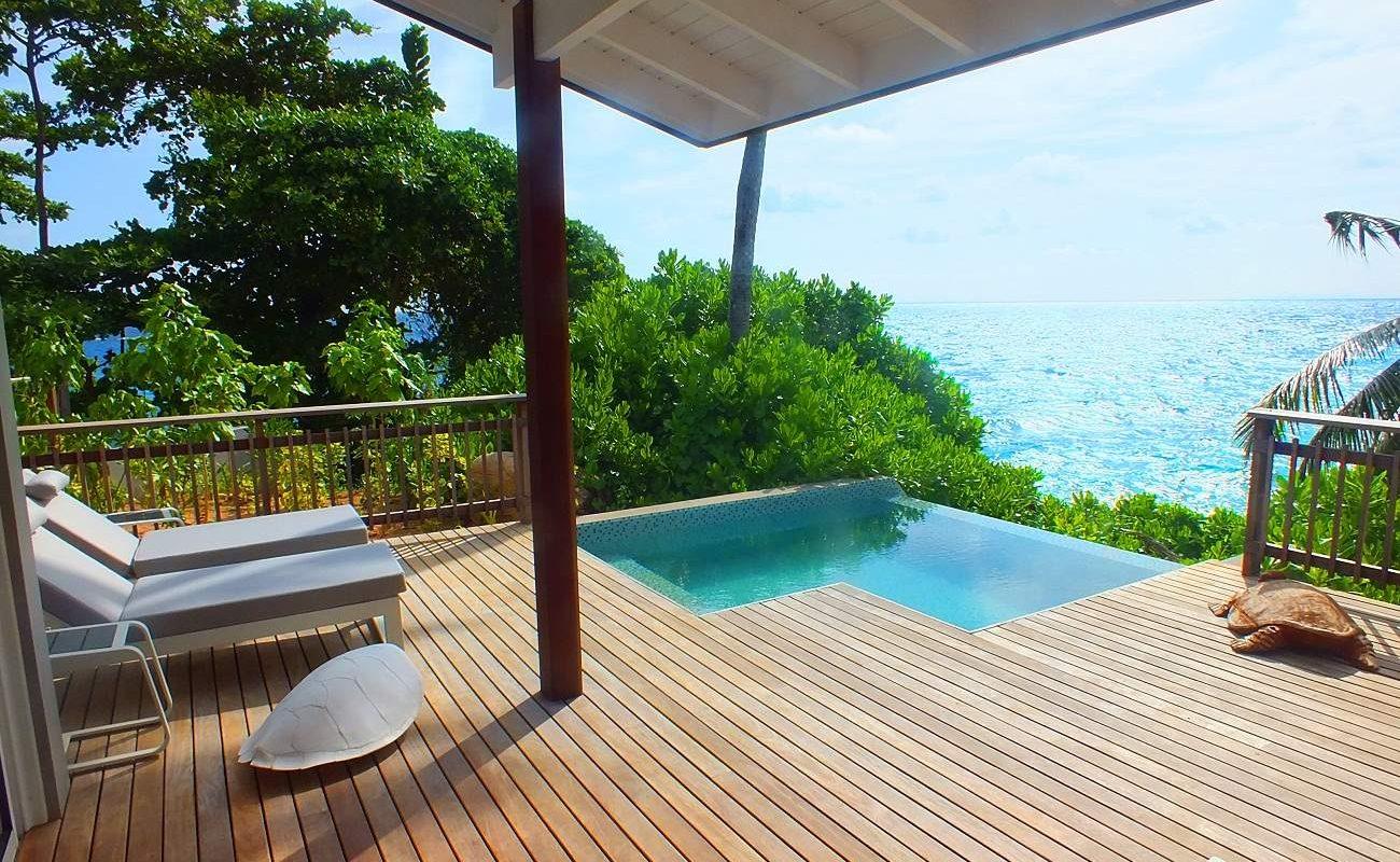 Veranda eines Ocean View Chaltes mit privatem Pool