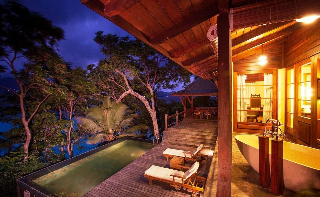 Veranda der Private Pool Villa von Enchanted