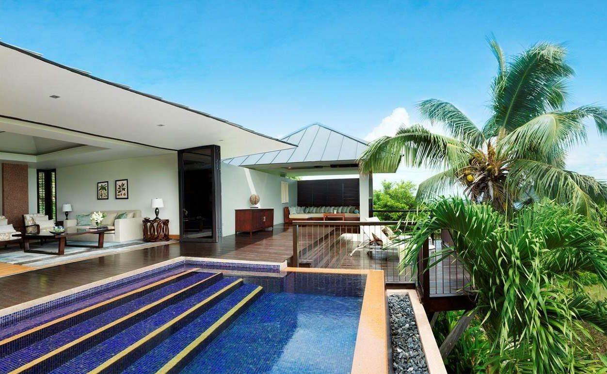 Blick in den Garten einer Villa des Raffles Praslin