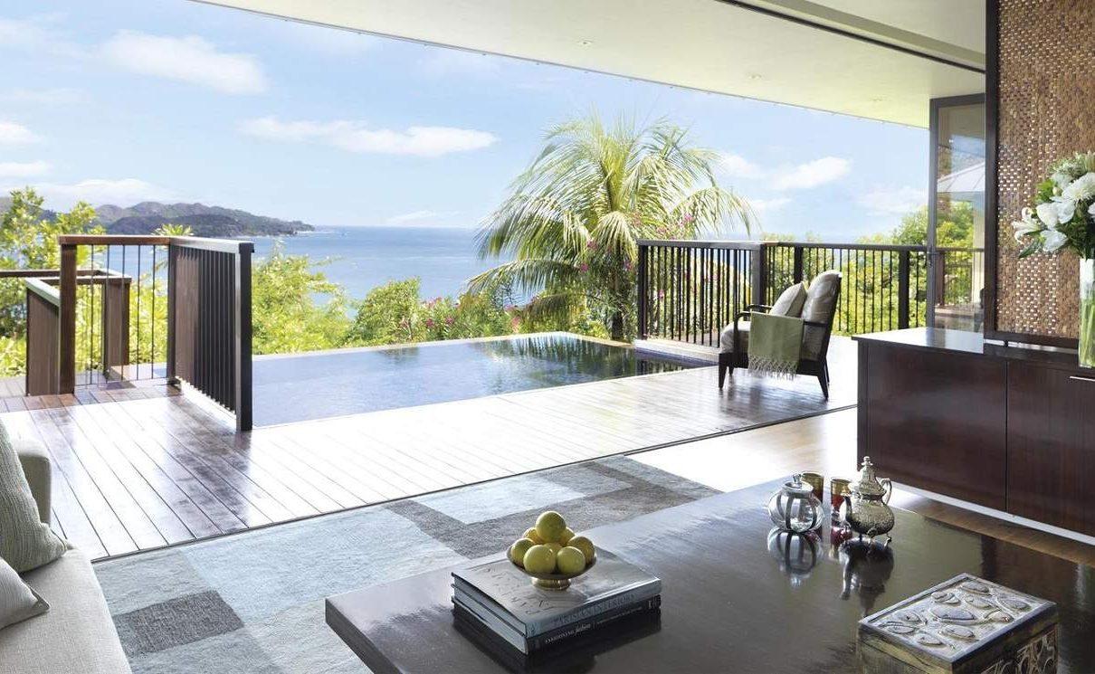 Lounge einer 1 Bedroom Villa im Raffles auf den Seychellen