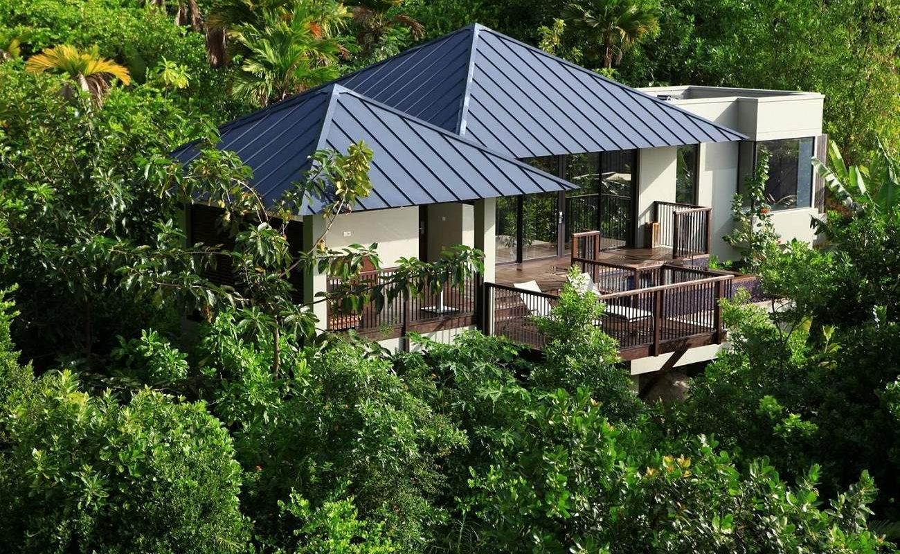 Blick auf eine Pool Villa im Raffles Praslin