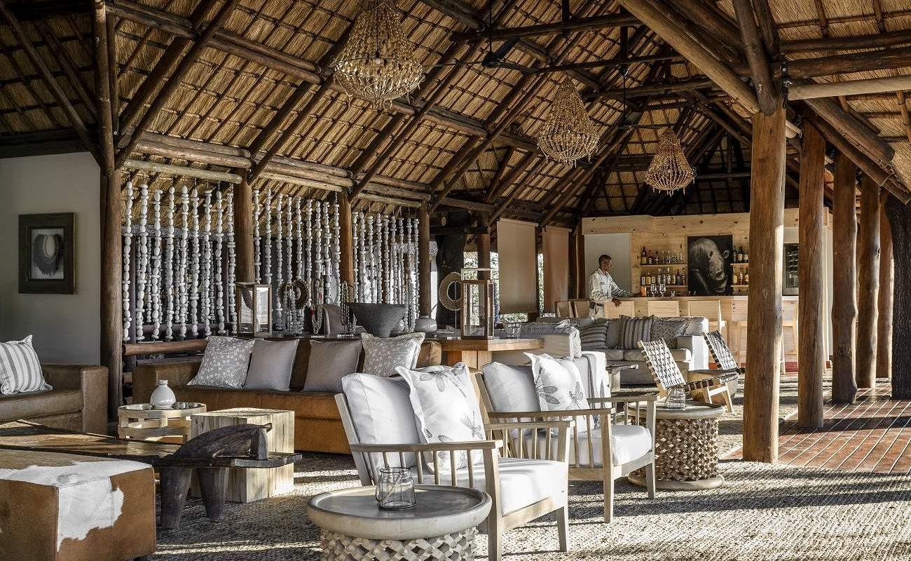 Lounge des Luxuscamps im Okavango Delta