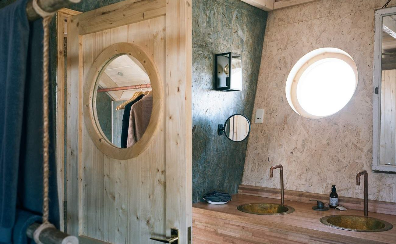 Badezimmer in der Shipwreck Lodge