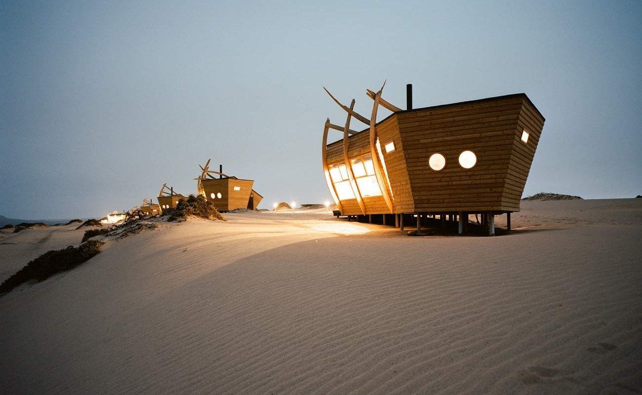 Shipwreck Lodge bei Nacht