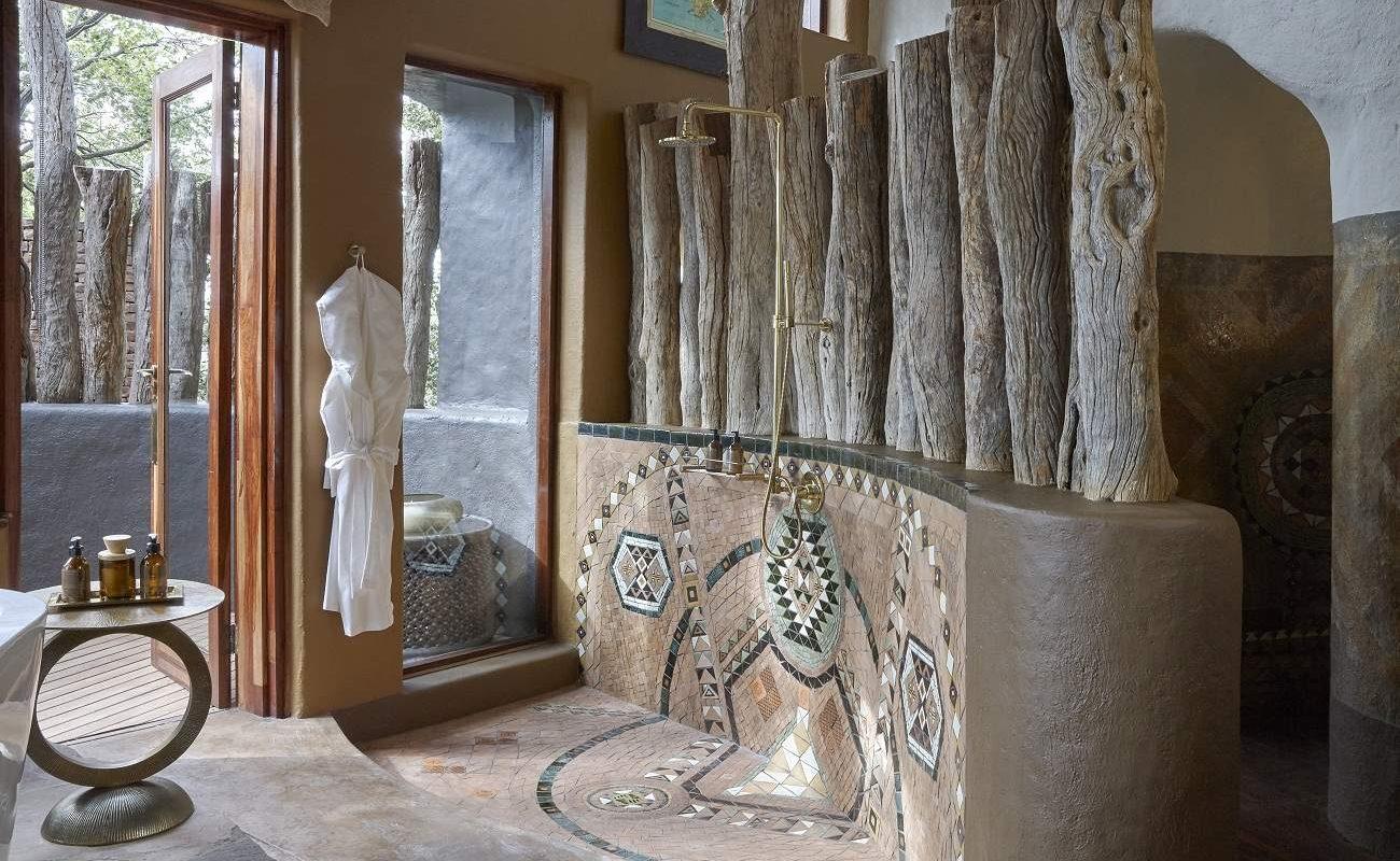 Badezimmer einer Suite in Singita Pamushana