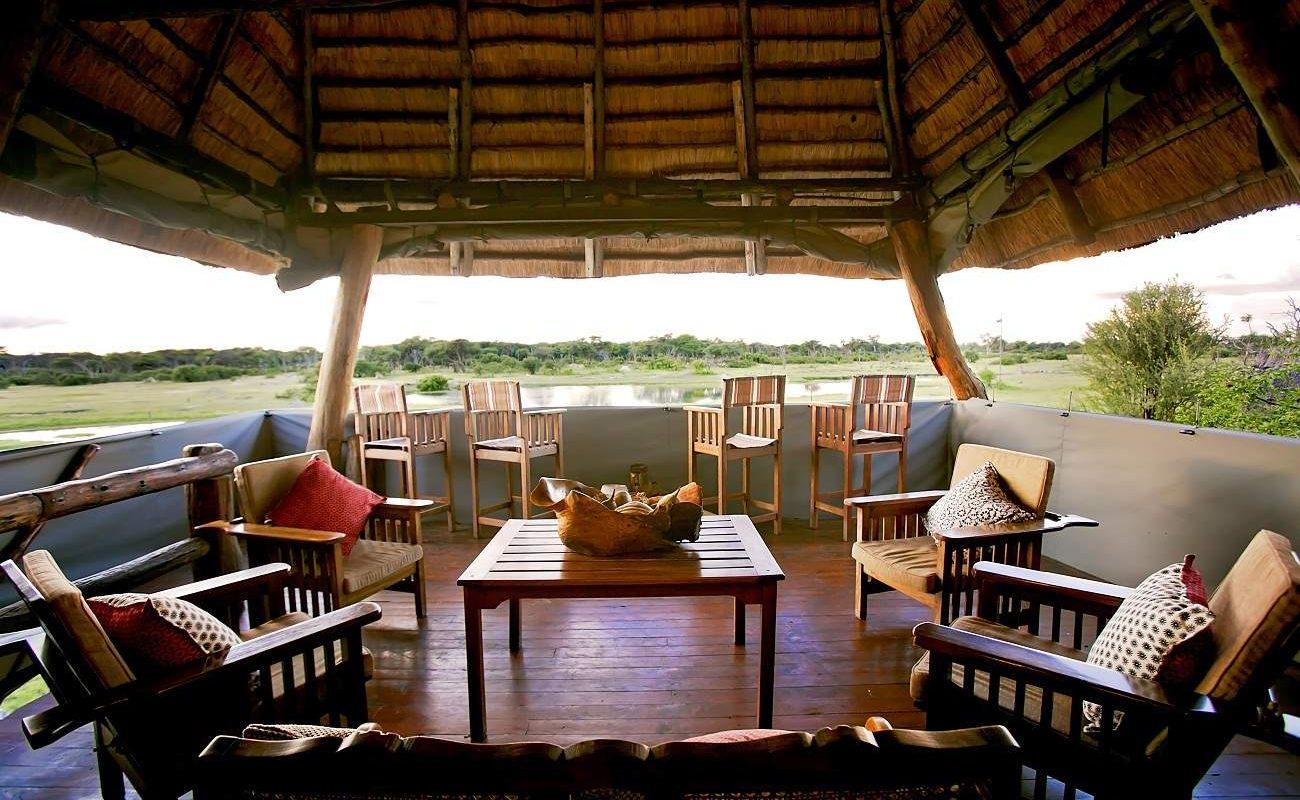 Aussichtsdeck des Luxuscamps im Hwange