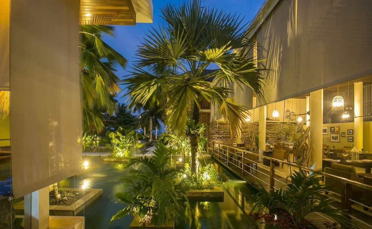 Abendstimmung im Dhevatara Beach auf Praslin