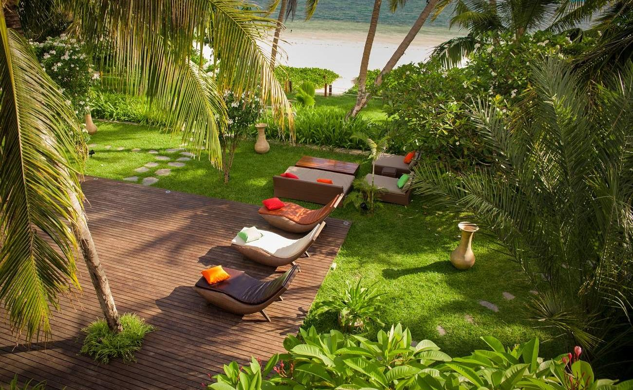 Garten in Dhevatara mit Blick auf die Grand Anse
