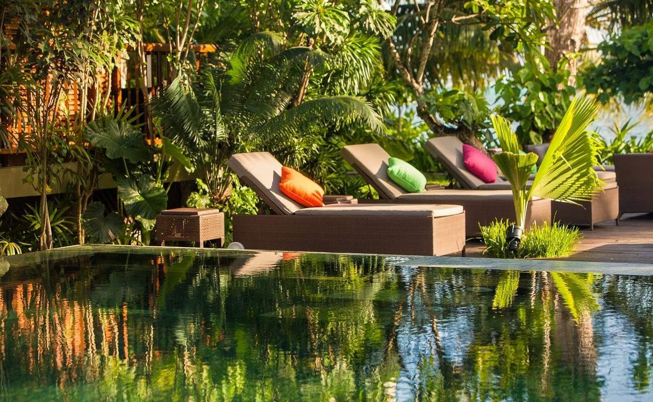 Am Pool des Boutiquehotels Dhevatara Beach