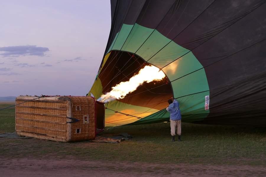 Aufheizen der Ballons in der Masai Mara