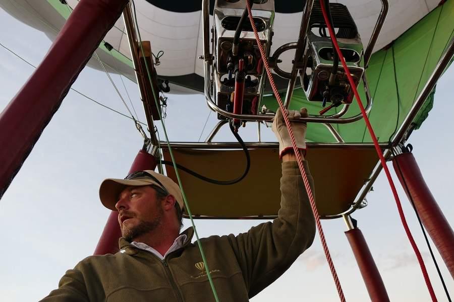 Pilot der Ballonfahrt in der Masai Mara