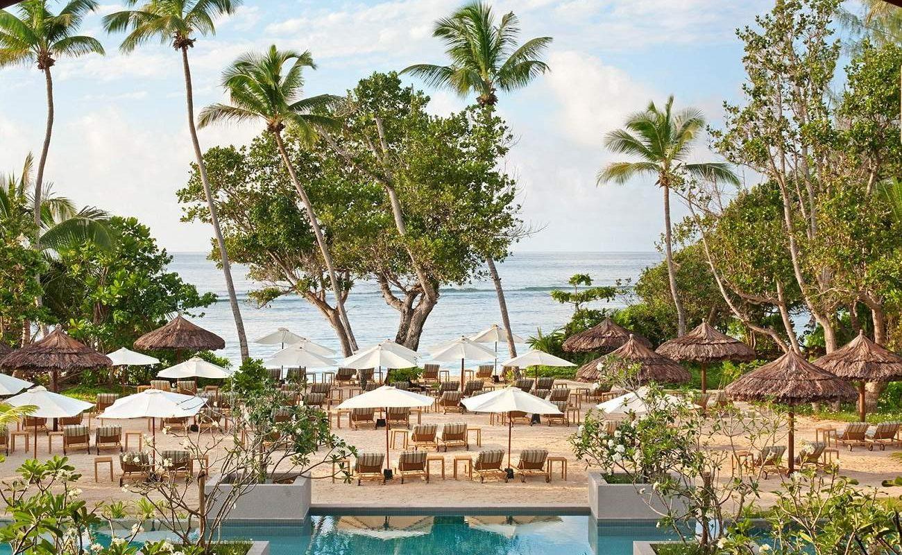 Pool und Privatstrand im Kempinski Seychelles