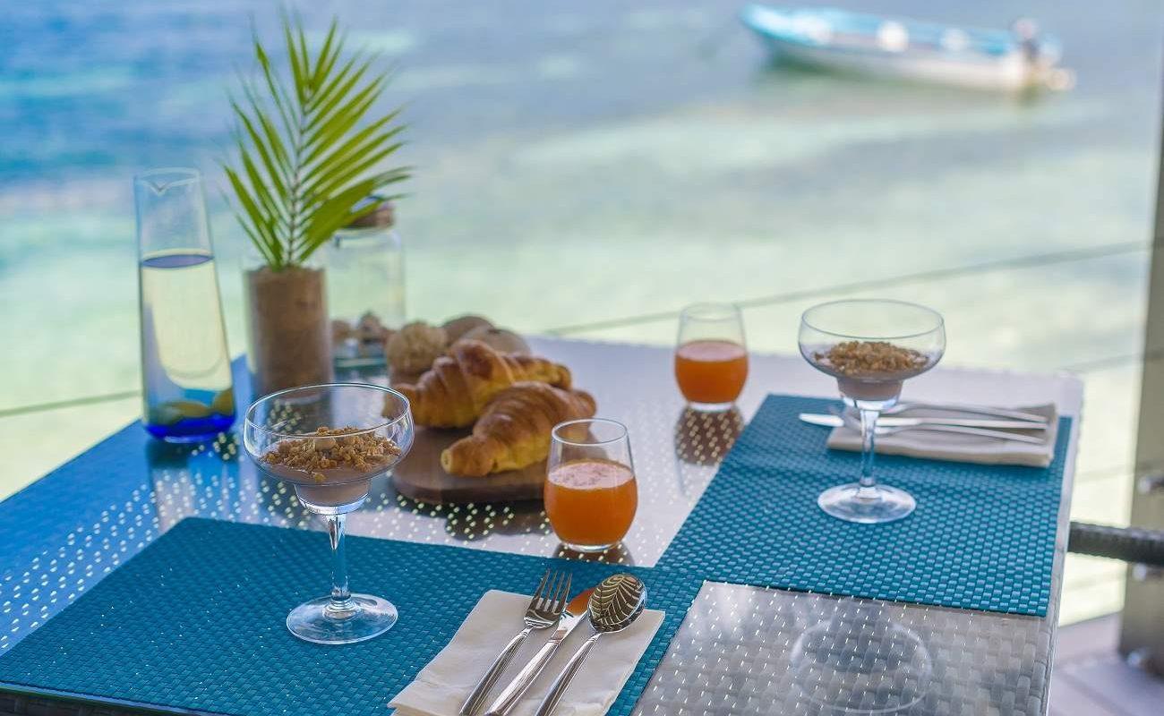 Frühstück mit Blick auf den Indischen Ozean im Le Nautiile