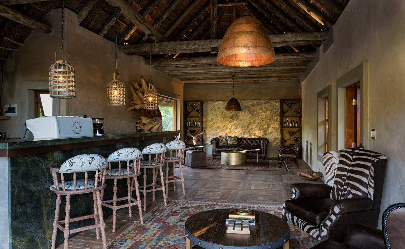 Bar der zeitgenössischen Luxuslodge