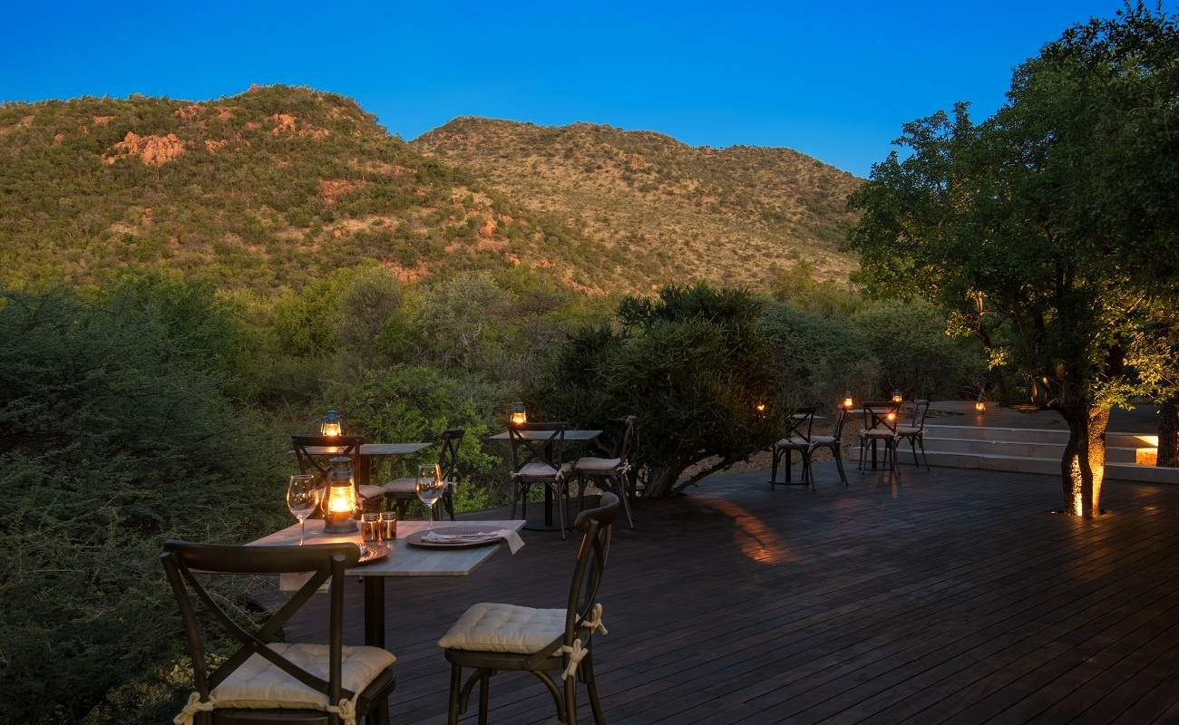 Dinner auf der Veranda in der Lush Private Lodge