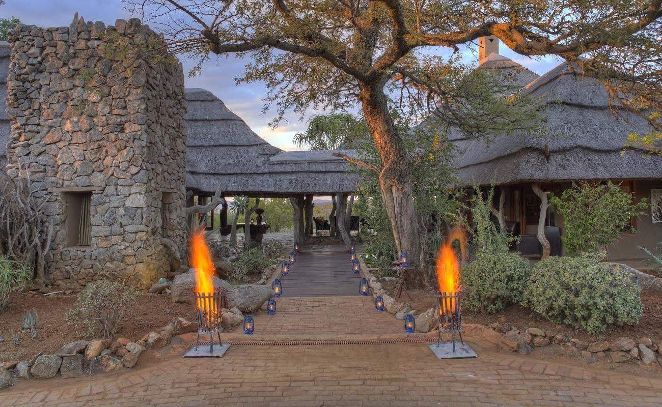 Eingang der Rhulani Safari Lodge