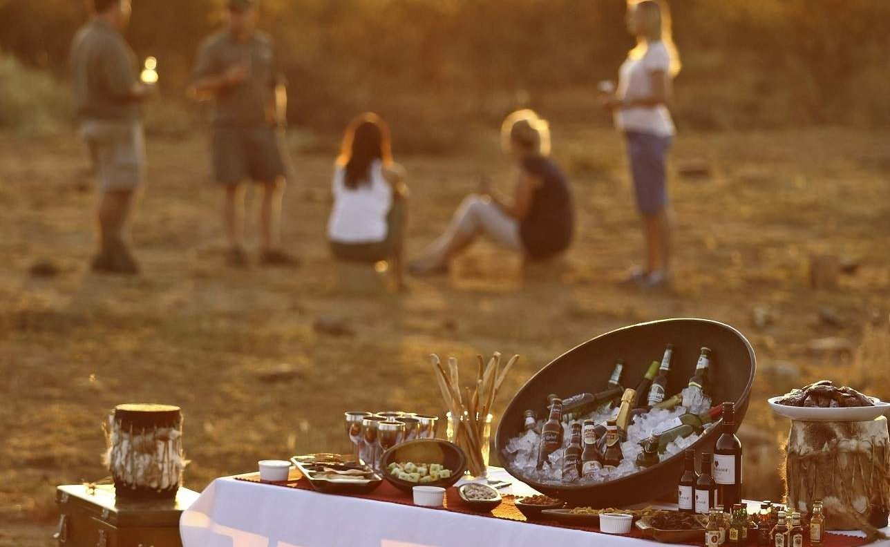 Sundowner im Madikwe Game Reserve