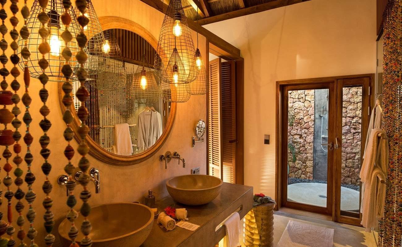 Badezimmer eines Bungalows im Luushotel auf Zanzibar