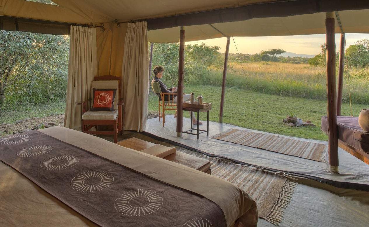 Schlafbereich eines Luxuszeltes von Asilia Africa