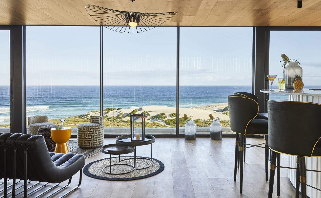 Bar und Lounge von Morukuru mit Meerblick
