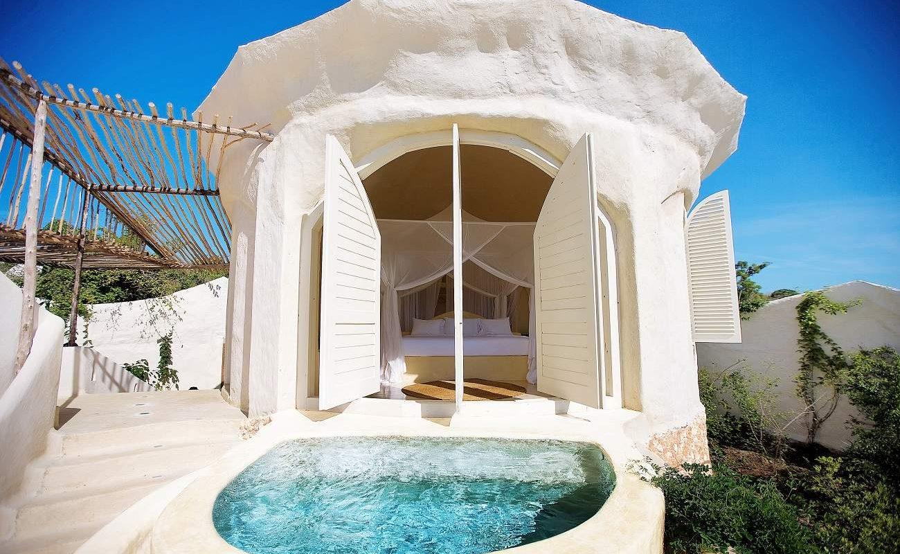 Pavillon und Pool von Kilindi