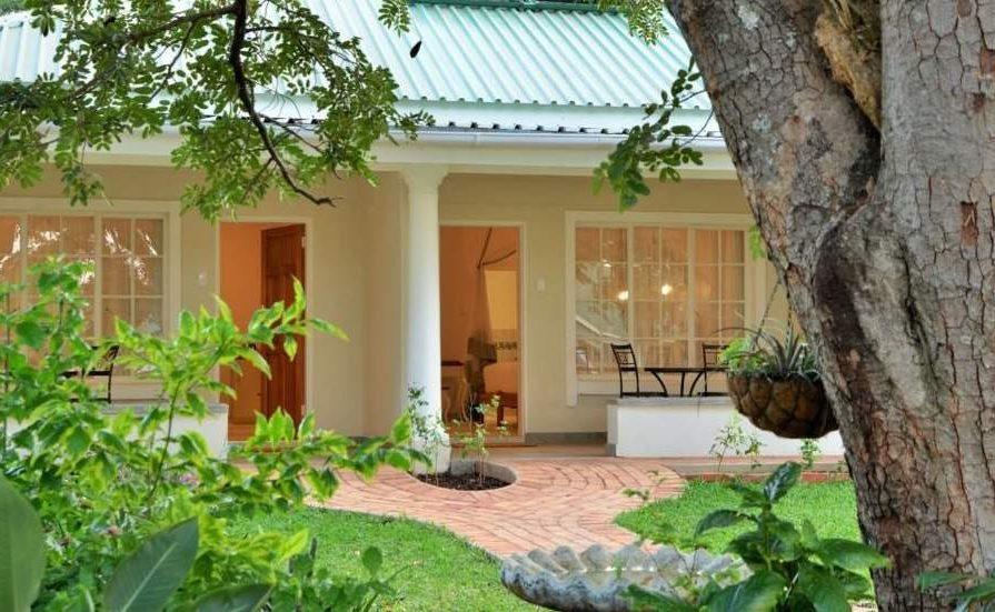 Eingang zur Batonka Guest Lodge