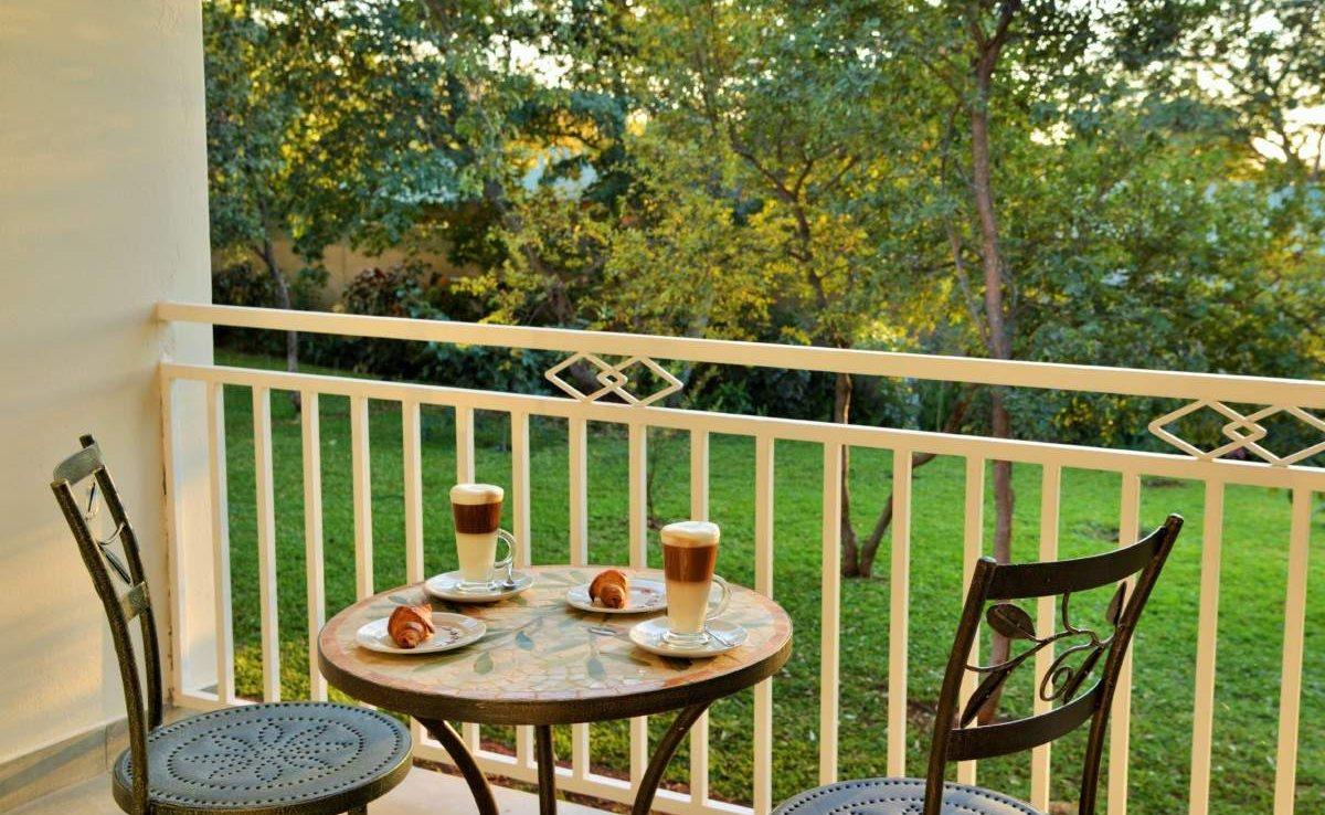 Balkon eines Zimmers der Batonka Guest Lodge