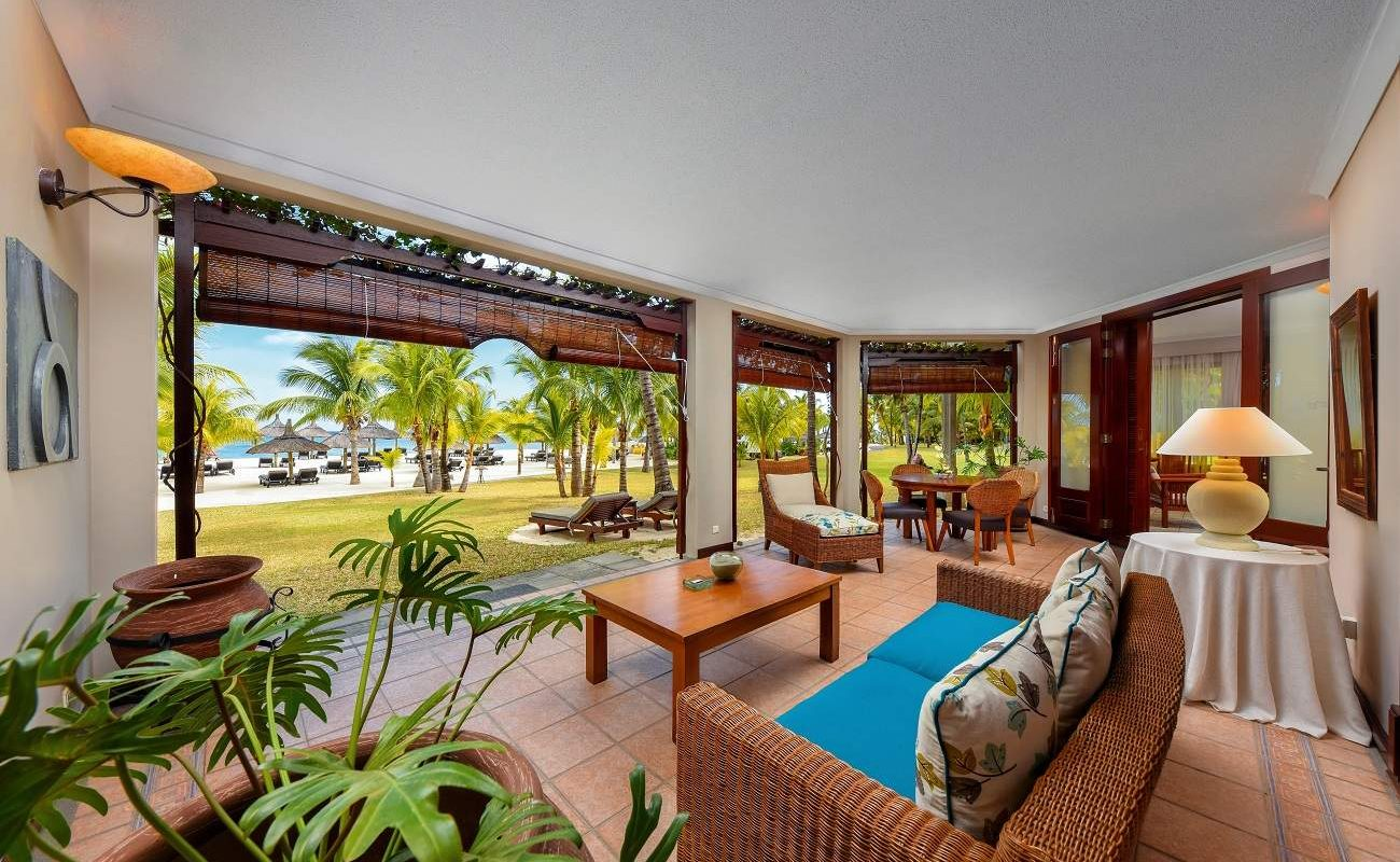 Terrasse der Club Senior Suite Beachfront Dinarobin