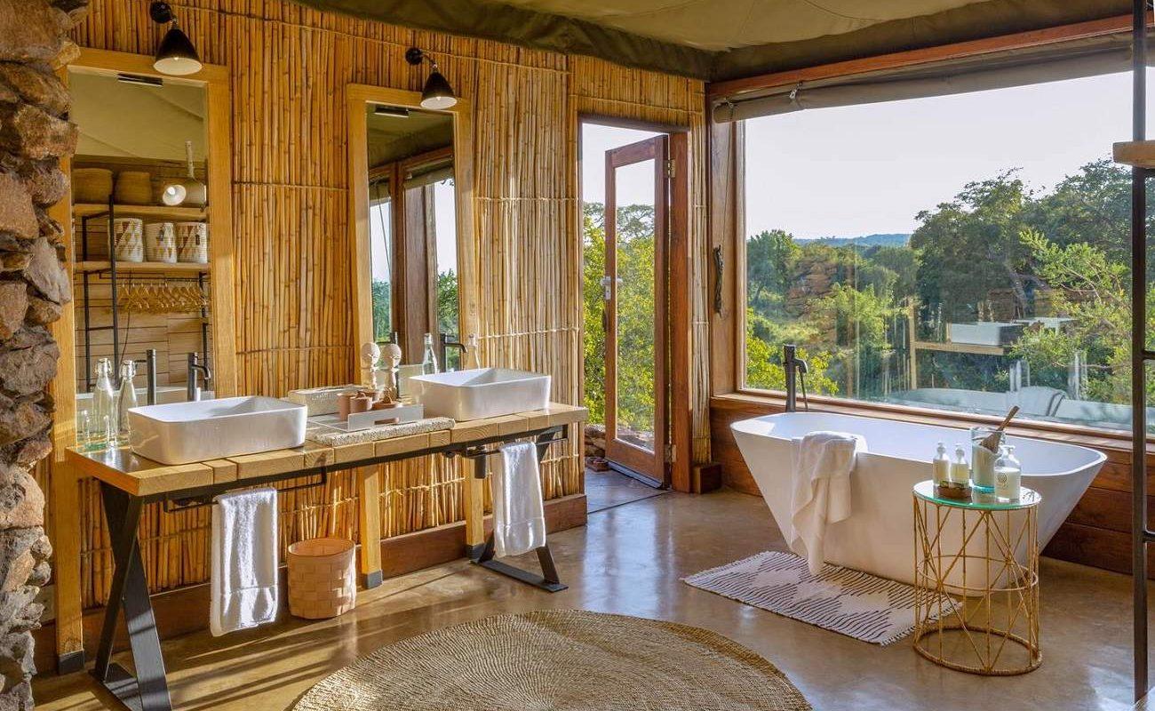 Badezimmer einer Suite in Singita Faru Faru
