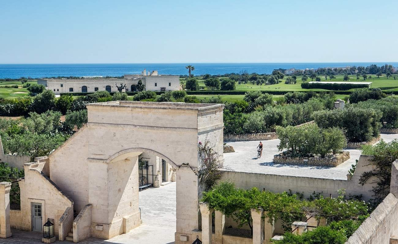 Blick von Borgo Egnazia auf den San Domenico Golfplatz