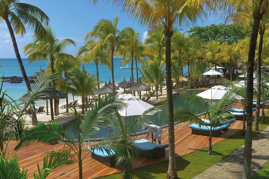 Pool und Strand des Royal Palm Mauritius