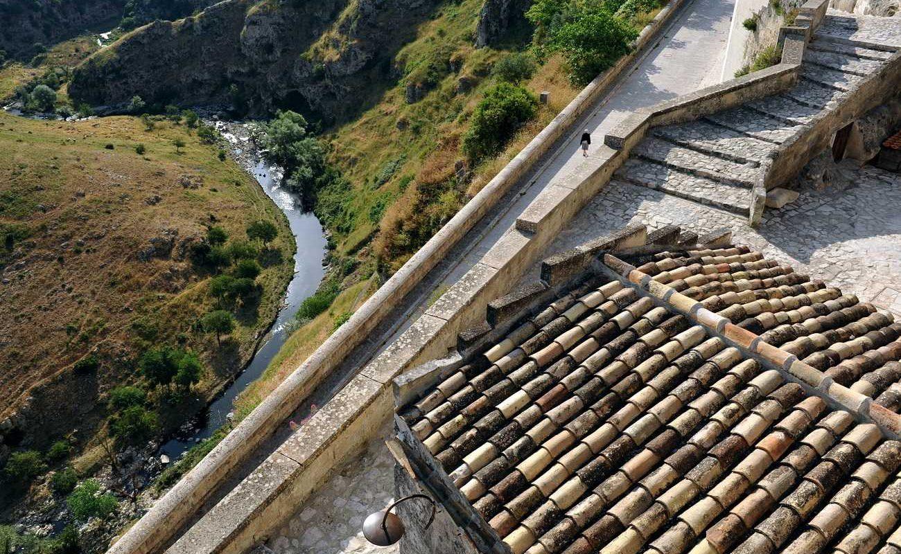 Blick von der Grotta della Civita in die Schlucht von Matera