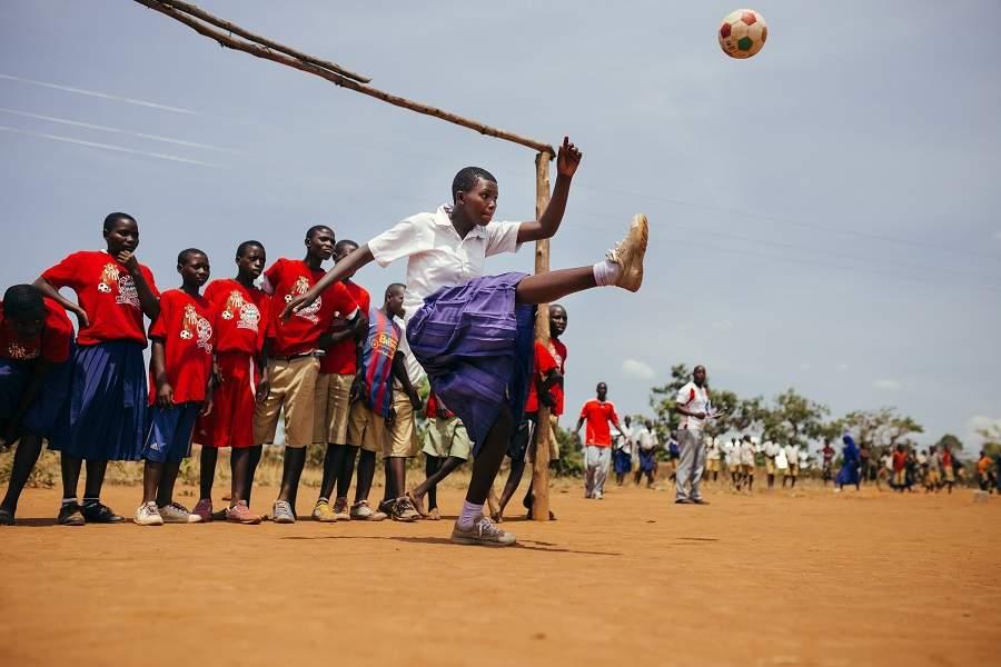 Jambo Bukoba - Mädchen beim Fußballspielen