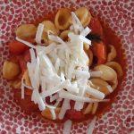 Tpyisch Apulien: Orechiette mit Kirschtomaten und Carcioricotta