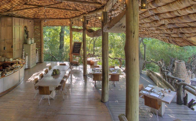 Das exklusive Haupthaus der Luxuslodge Tansania